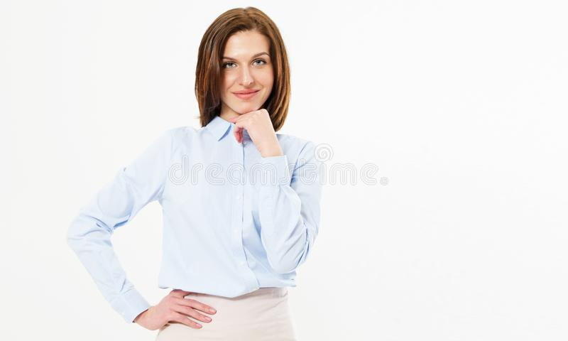 молодой красивой милой жизнерадостной девушки брюнета усмехаясь смотрящ камеру над белой предпосылкой - счастливым космосом экзем стоковое изображение