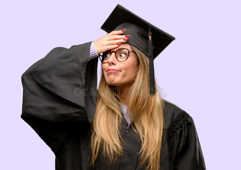 Молодой красивый постдипломный студент женщины стоковые фото