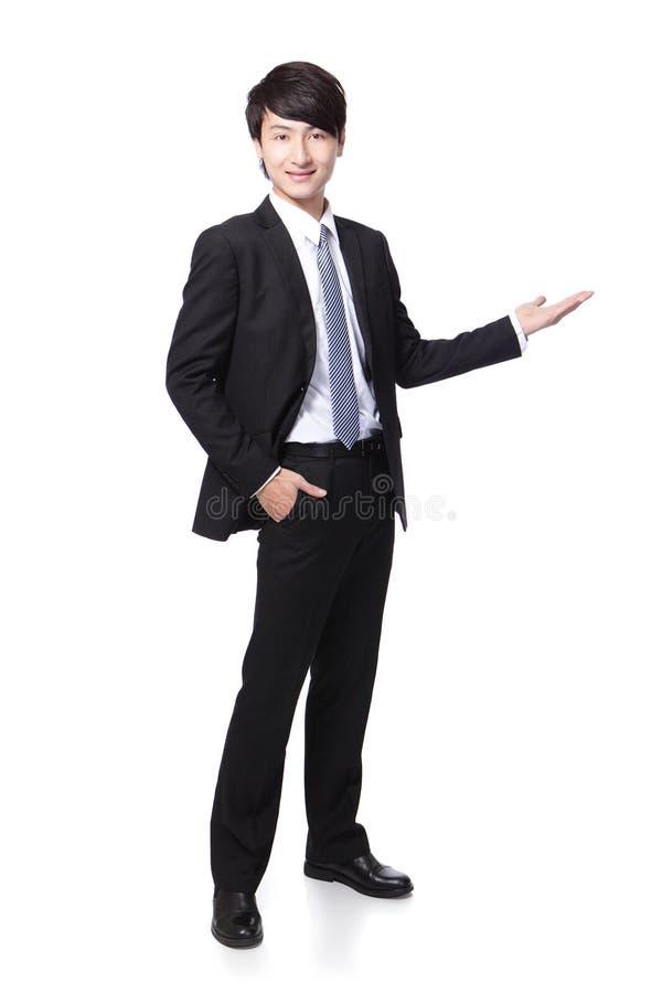 Молодой красивый представлять бизнесмена стоковое изображение