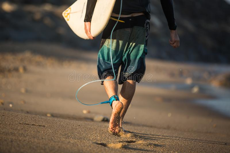 Молодой мальчик в солнечном дне стоковая фотография