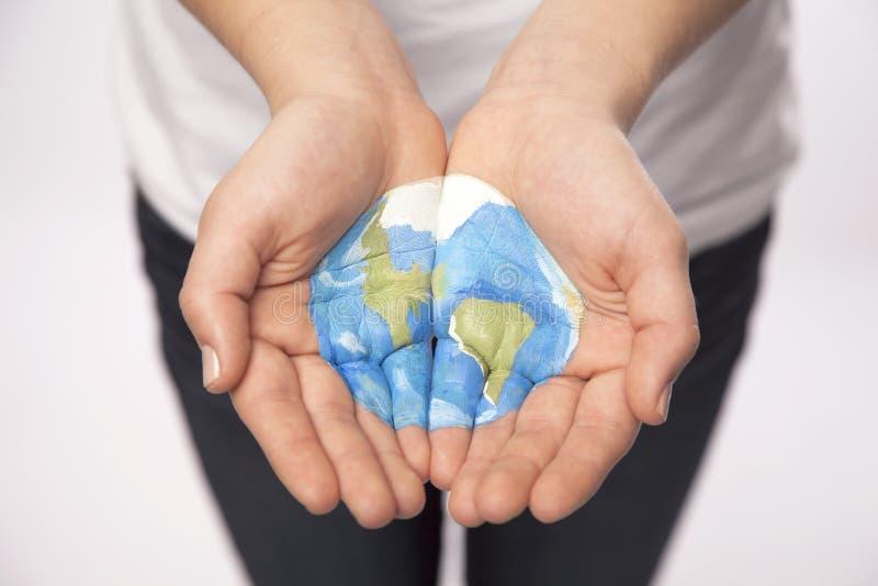 Молодой мир владением рук стоковое изображение rf