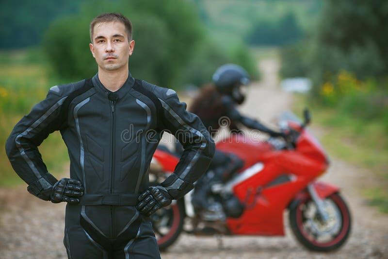 Молодой мыжской motorcyclist стоковые изображения rf