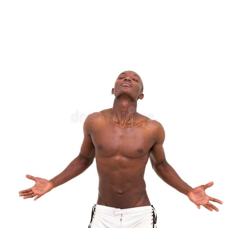 Молодой мышечный человек meditating стоковое фото