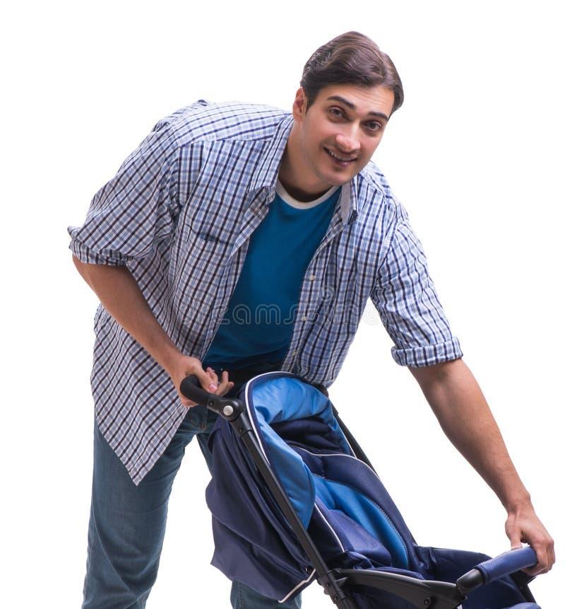 Молодой папа с pram ребенка изолированным на белизне стоковые изображения