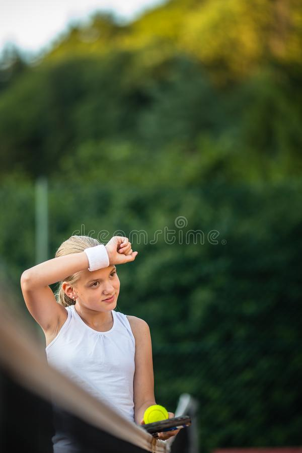 Молодой, предназначенный для подростков теннисист стоковые фотографии rf
