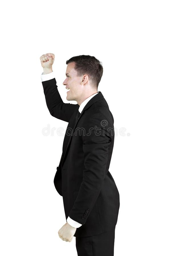 Молодой предприниматель поднимая руку на студии стоковые фото