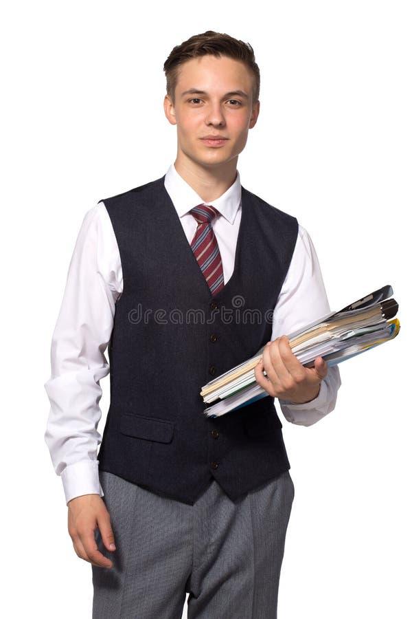 Молодой привлекательный бизнесмен с файлами, папками и бумагами изолированными на белизне стоковое изображение