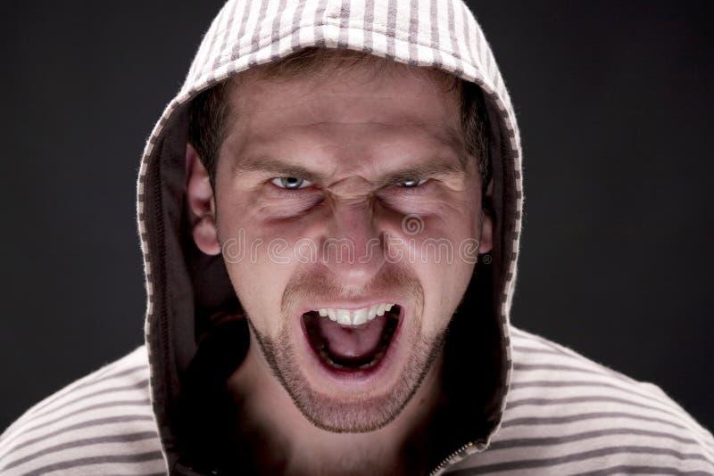 Молодой сердитый человек стоковые изображения rf