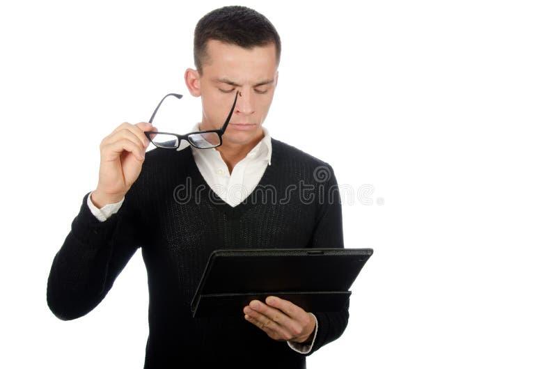 Молодой счастливый бизнесмен держа таблетку стоковая фотография rf