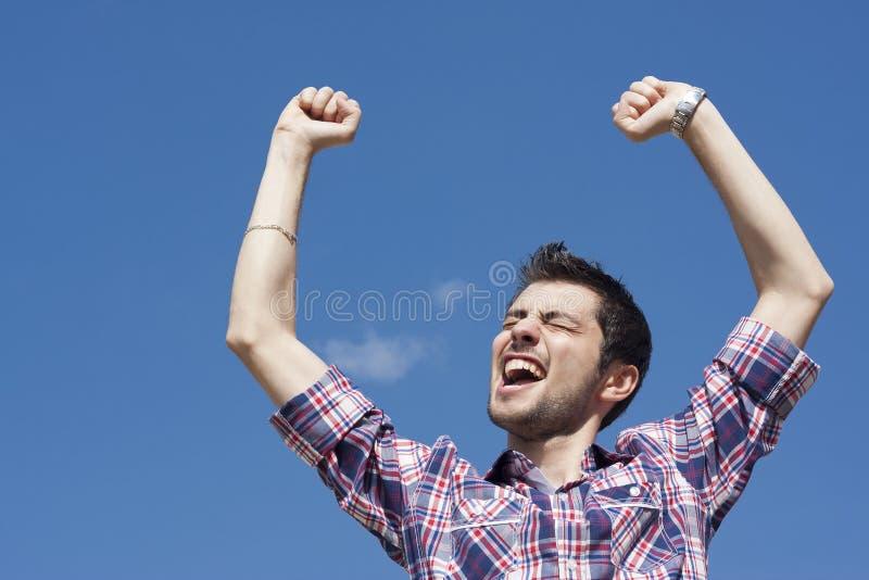 Молодой счастливый победитель стоковое изображение