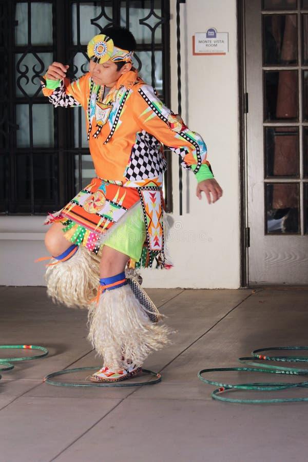 Молодой танцор обруча стоковые фото
