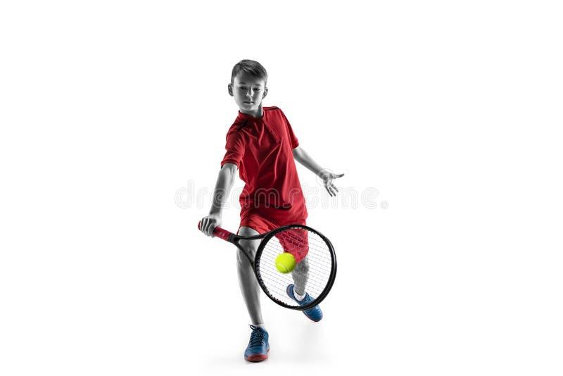 Молодой теннисист изолированный на белизне стоковые фото