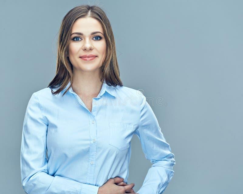 Молодой усмехаясь портрет изолированный бизнес-леди стоковое изображение