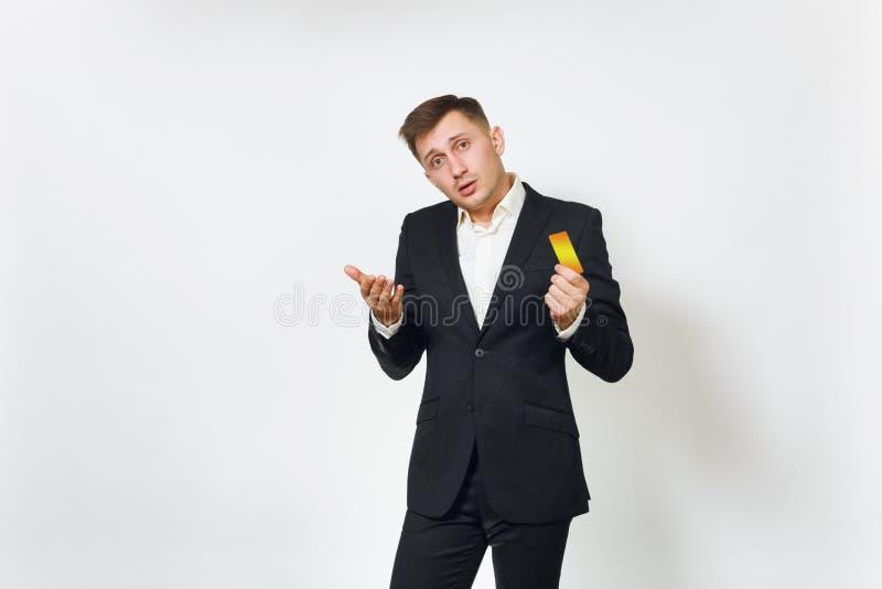 Молодой успешный красивый богатый бизнесмен в черном костюме на белой предпосылке для рекламировать стоковое фото
