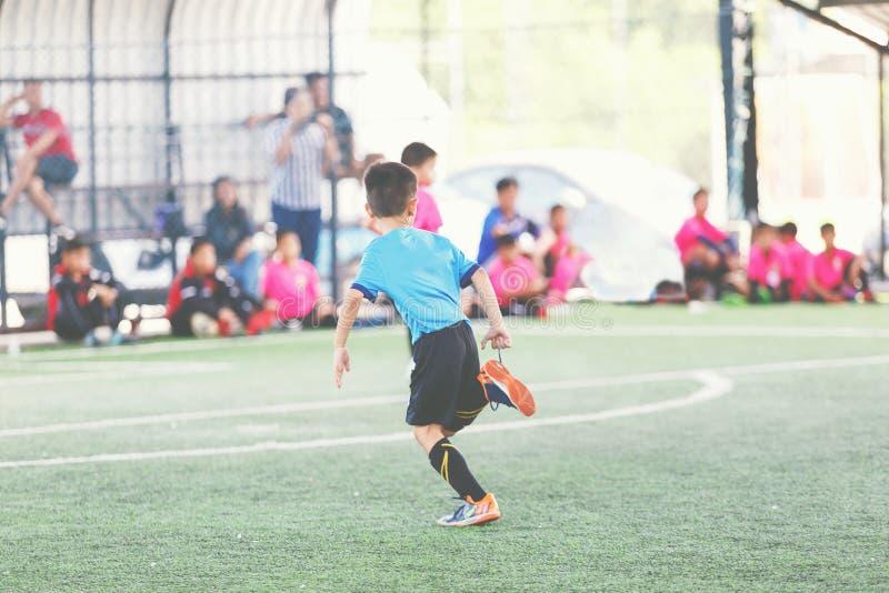 Молодой футболист стоковые фото