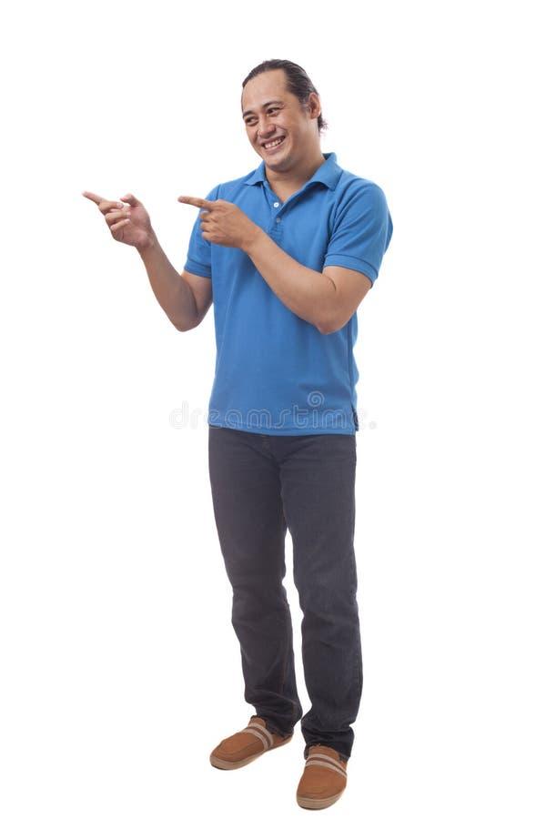 Молодой человек Азии указывая на его сторону стоковые фото