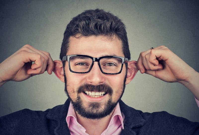 Молодой человек делая придурковатые стороны стоковая фотография rf