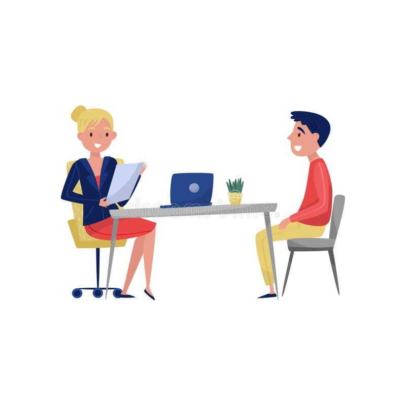 Молодой человек имея собеседование для приема на работу при специалист по, искатель задании и работодатель HR сидя на таблице и г бесплатная иллюстрация