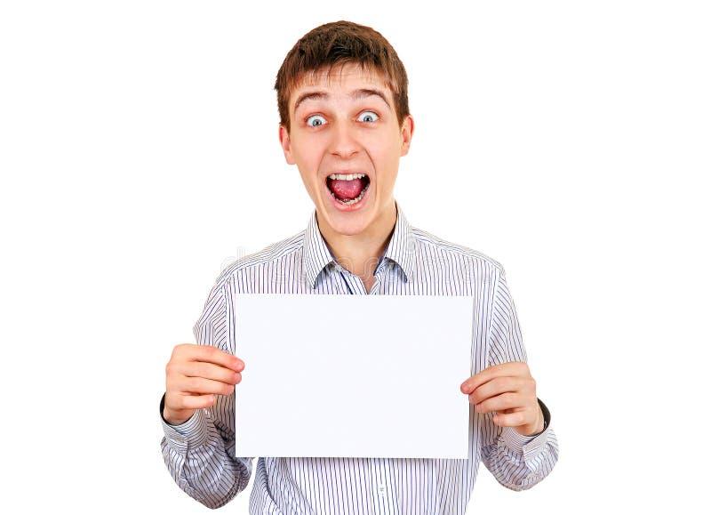 Молодой человек с чистым листом бумаги стоковые изображения rf