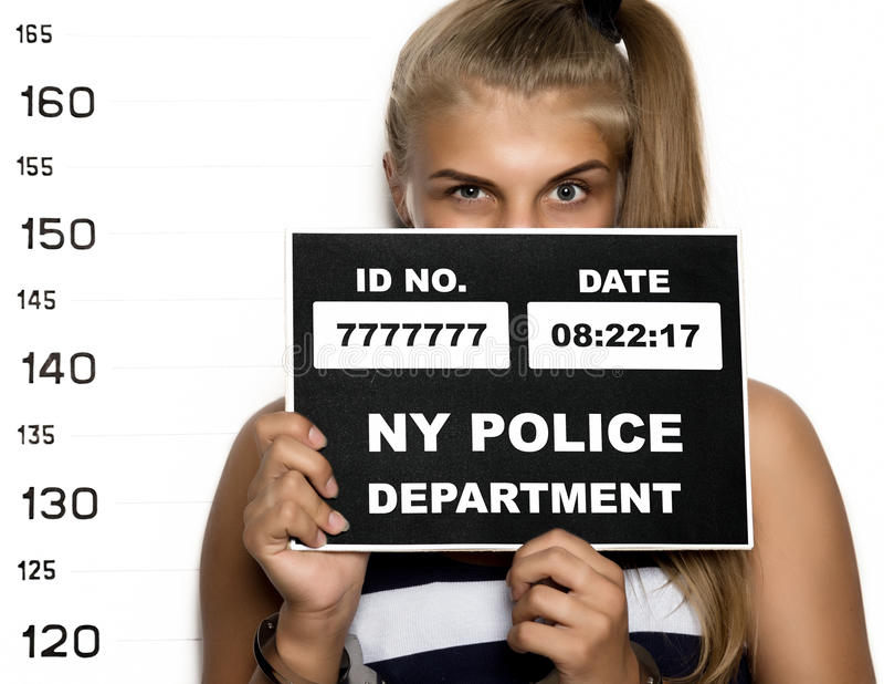Молодые красивые белокурые фотографии преступника женщины стоковое фото rf