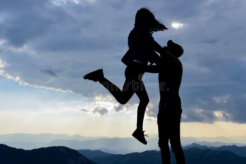 Молодые любовники встречают стоковое изображение