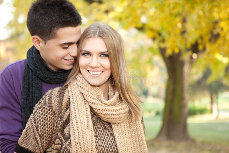 Молодые любящие пары стоковое фото rf