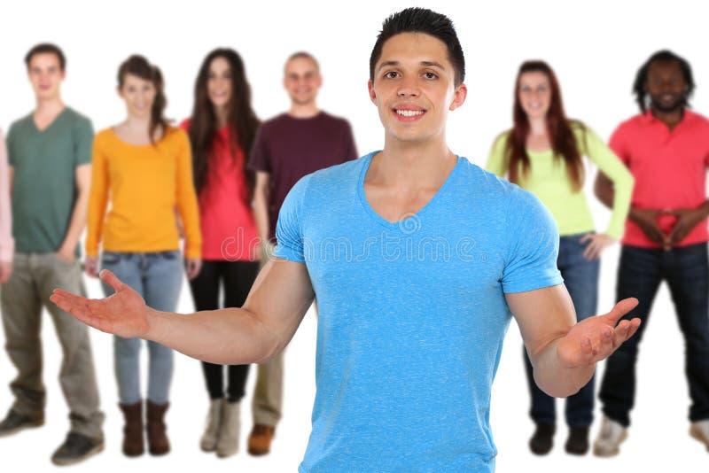 Молодые люди средств массовой информации друзей социальных изолированных на белизне стоковое фото