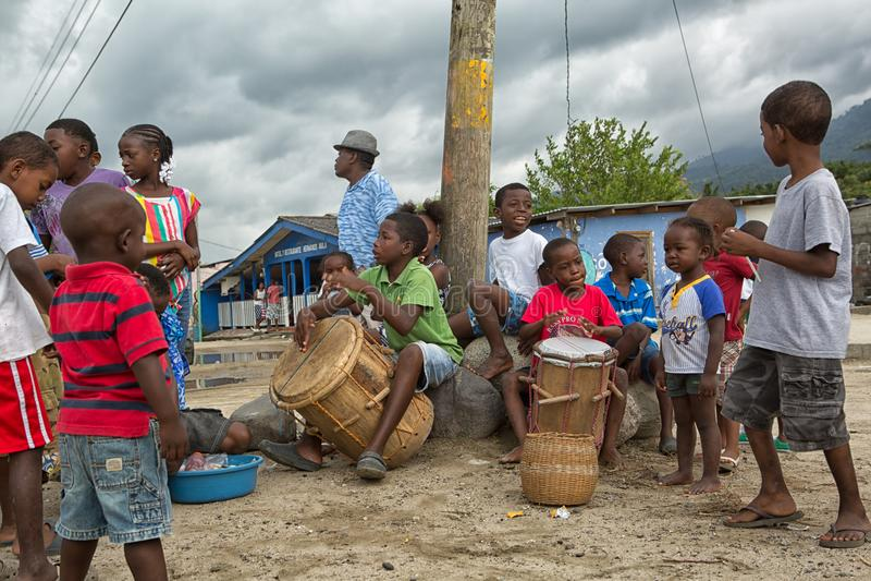Молодые мальчики garifuna в заводи Гондурасе самбо стоковая фотография rf