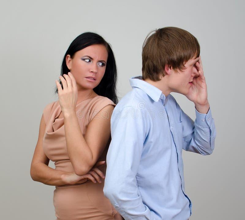 Молодые пары враждуя. стоковое фото rf