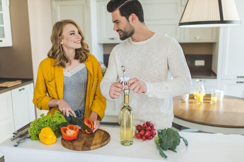 Молодые пары с вином стоковое фото rf