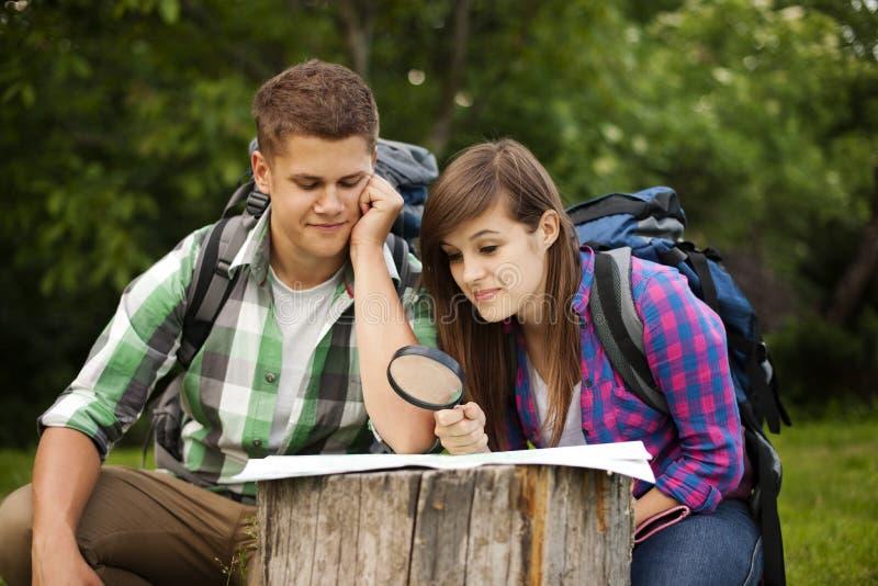 Молодые пары outdoors стоковое фото rf