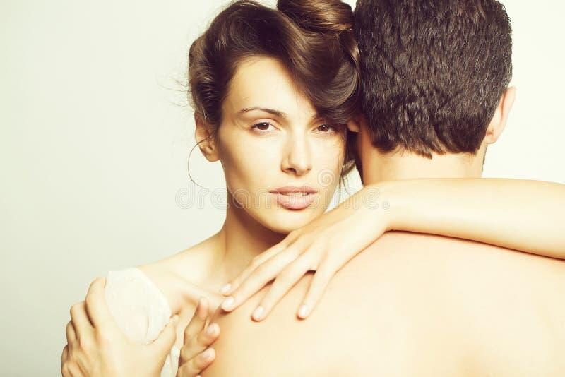 Молодые сексуальные пары в студии стоковые изображения rf