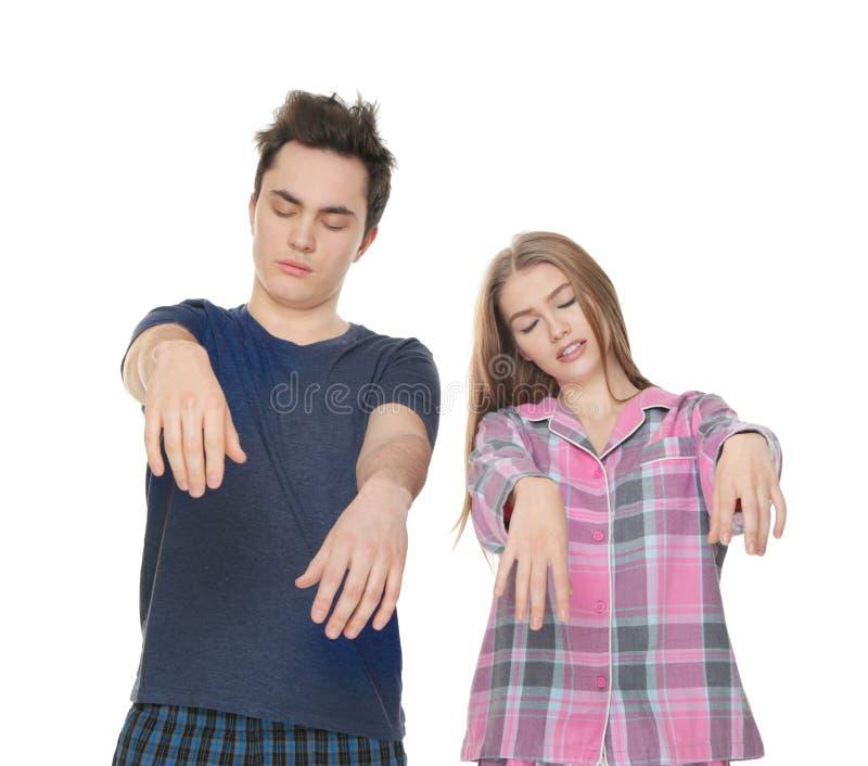 Молодые сонные пары страдая от somnambulism стоковая фотография