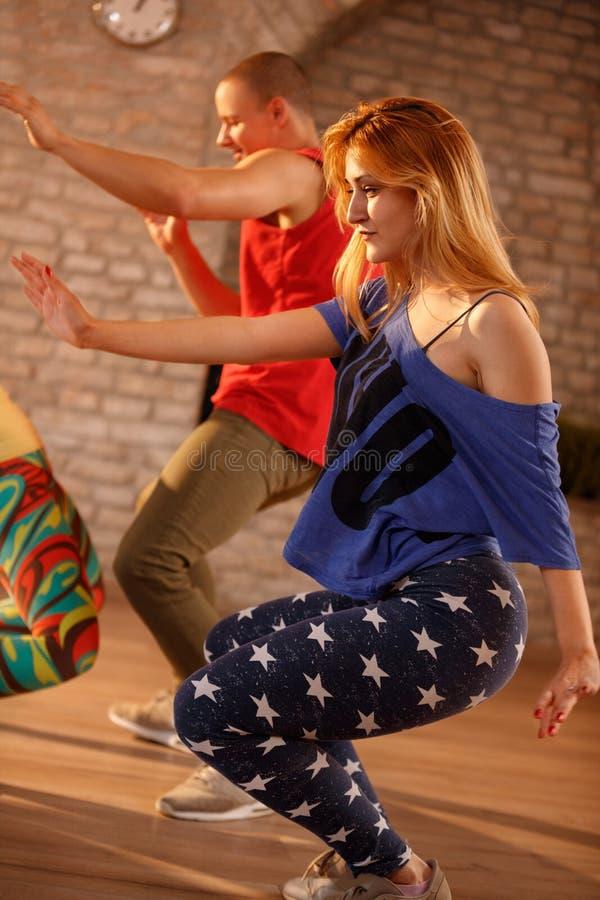 Молодые танцоры в движении стоковая фотография rf
