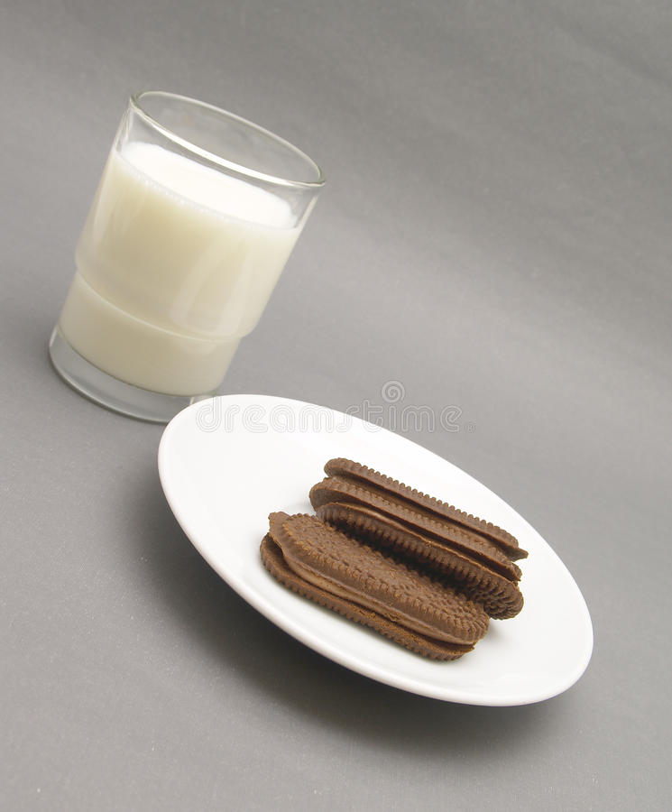 молоко стекла шоколада печениь стоковая фотография