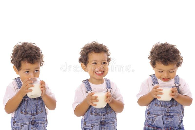 молоко 3 детей стоковое изображение rf