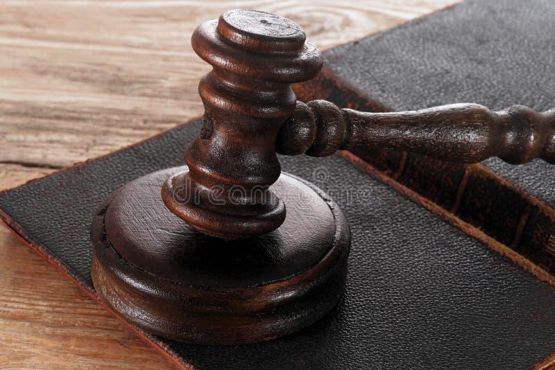 Молоток закона или мушкел судьи стоковая фотография rf