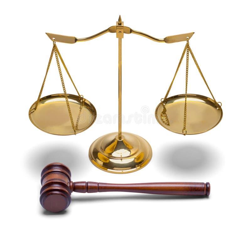Молоток и масштаб правосудия стоковая фотография