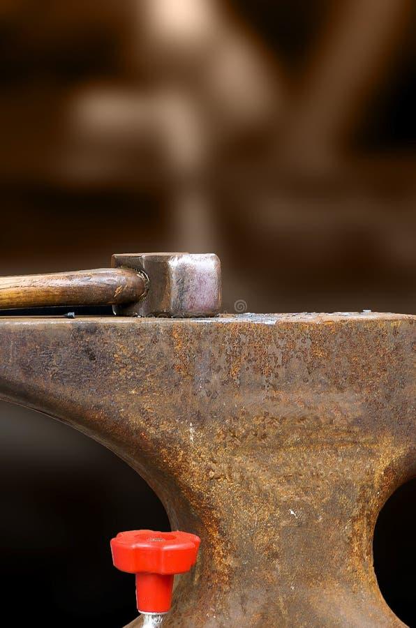 молоток наковальни стоковое изображение