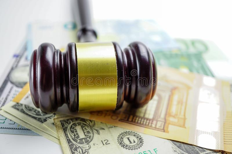 Молоток судьи на банкнотах евро стоковое фото rf