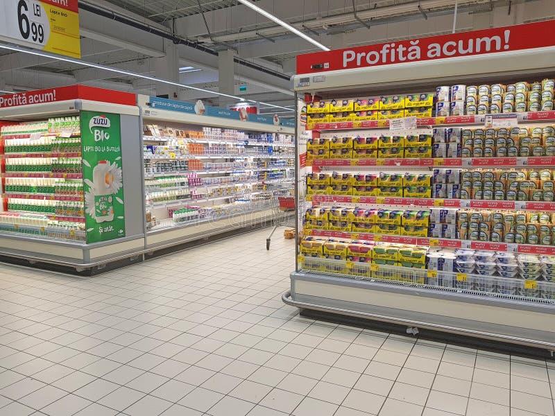 Молочные продукты и отдел сыра стоковые изображения
