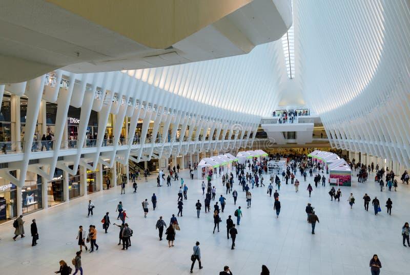 Мол всемирного торгового центра Westfield в более низком Манхаттане стоковые изображения rf