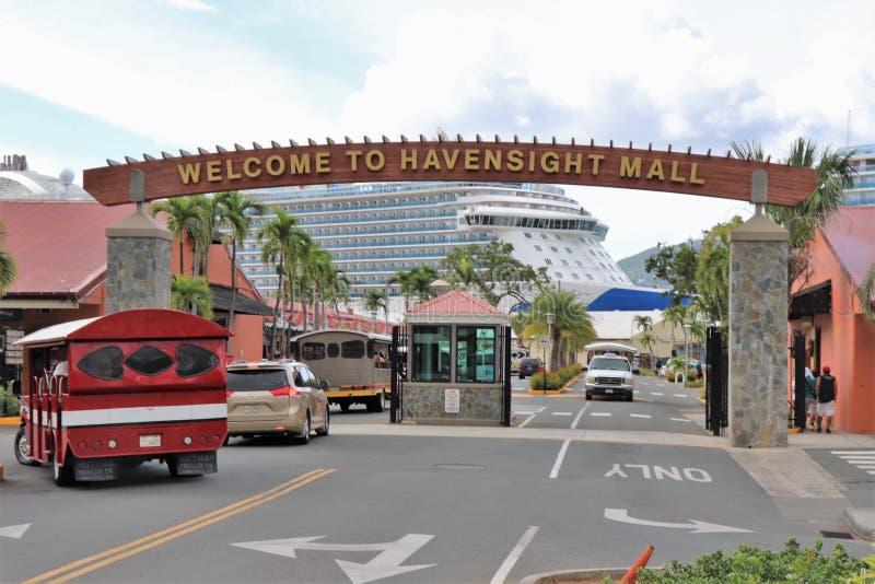 Мол Havensight в St. Thomas, США Виргинских островах - 12/13/17 - торговый участок мола Havensight в стержне порта круиза в Th St стоковое изображение