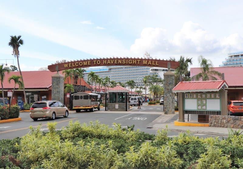Мол Havensight в St. Thomas, США Виргинских островах - 12/13/17 - торговый участок мола Havensight в стержне порта круиза в Th St стоковое фото rf