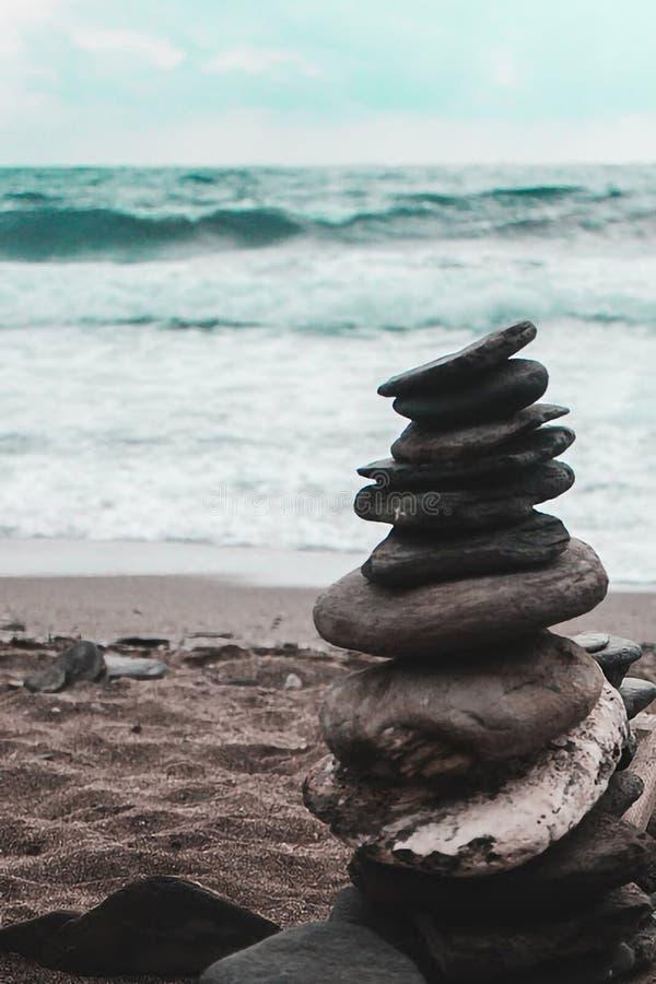 Моменты дзэна на пляже стоковая фотография rf