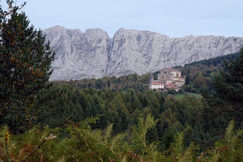 Монастырь в национальном парке urkiola в Баскониях стоковое фото rf