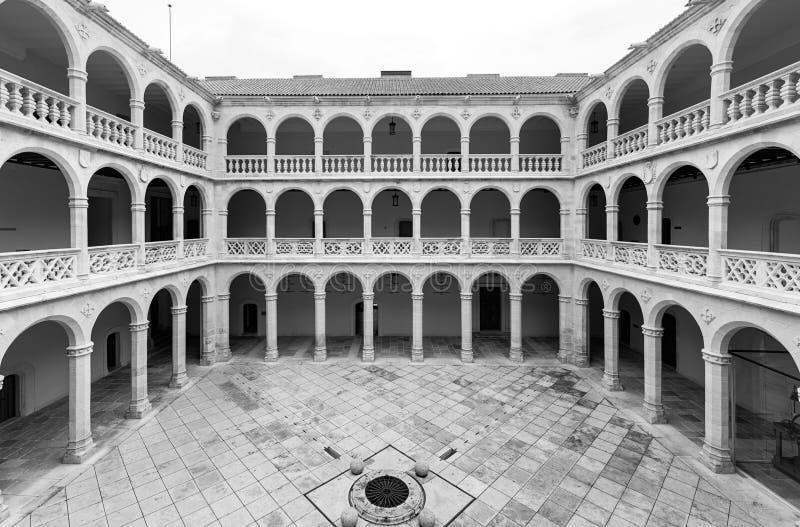 Монастырь и колоннады университета Вальядолида стоковое фото rf