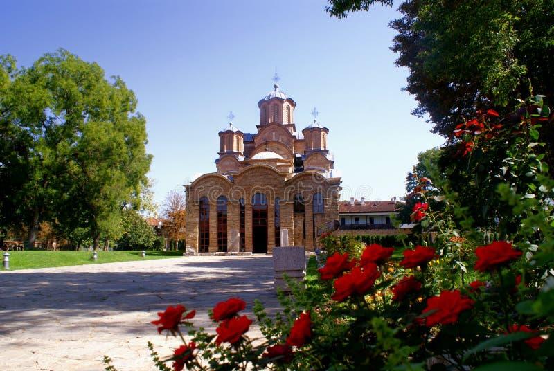 Монастырь и розы стоковые изображения rf