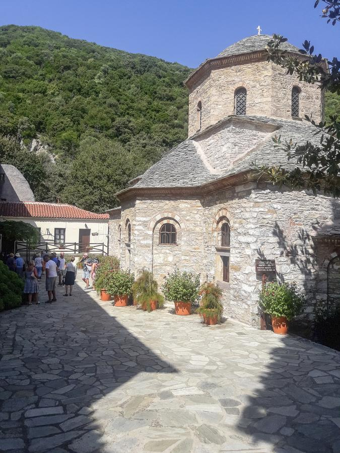 Монастырь на острове Skiathos в Греции стоковое фото
