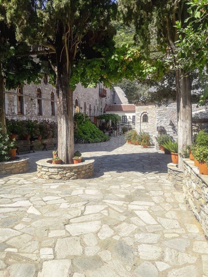 Монастырь на острове Skiathos в Греции стоковые изображения